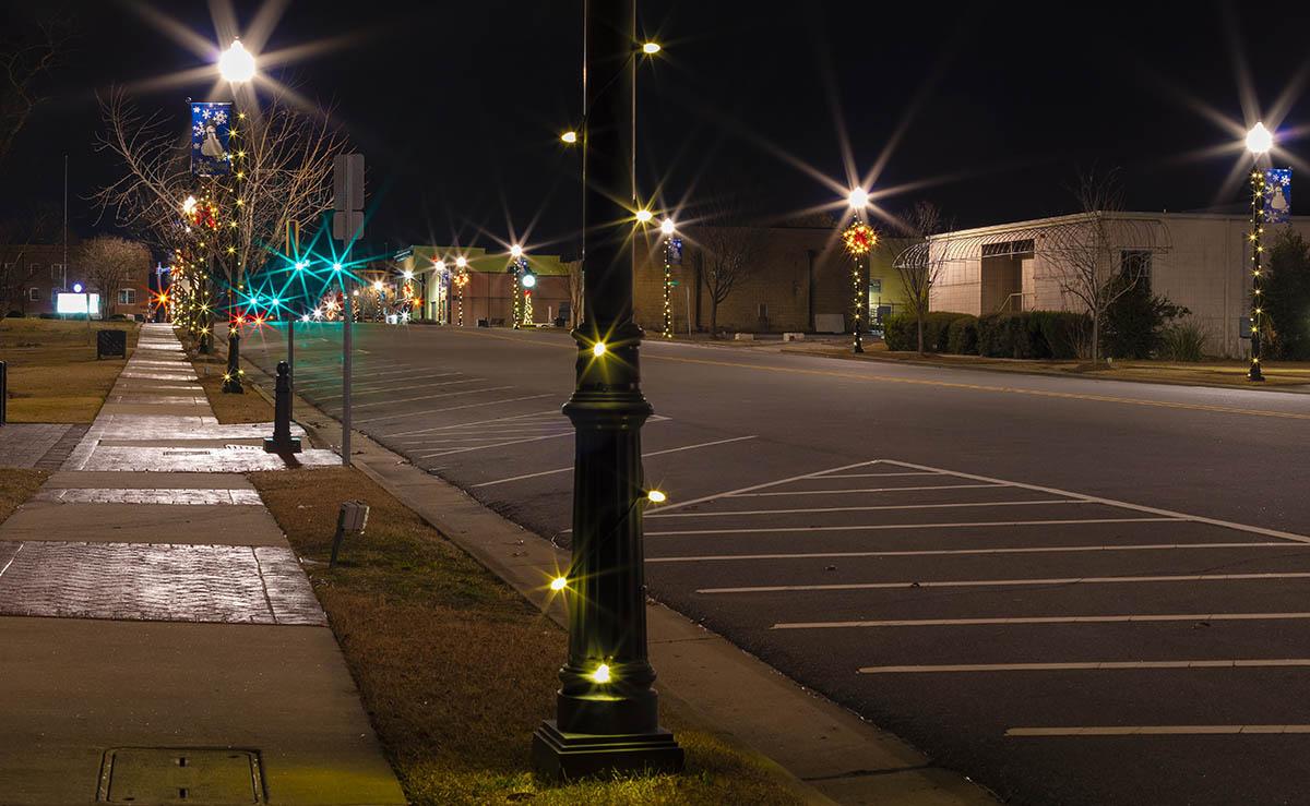 Raeford NC, North Carolina, Raeford, Guy J. Sagi, Small town Christmas decorations, Raeford North Carolina main street, Raeford NC main street decorated for Christmas, The Year Santa Came Back