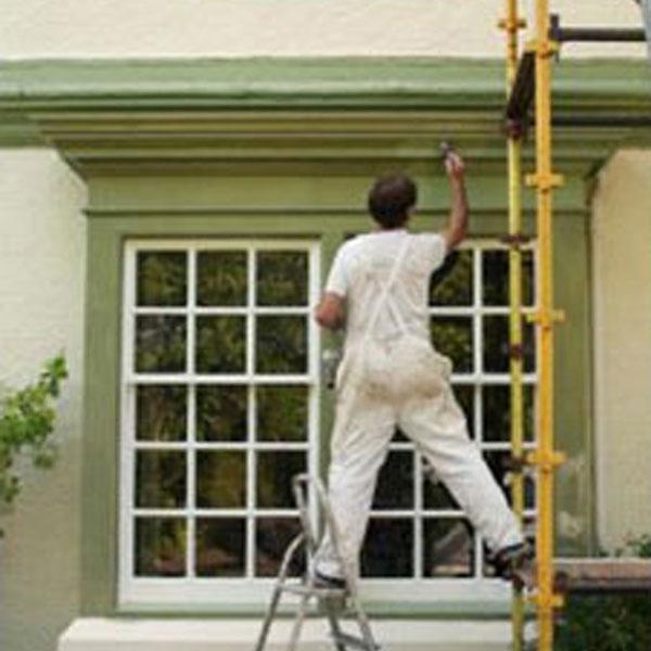 exterior painter, green trim