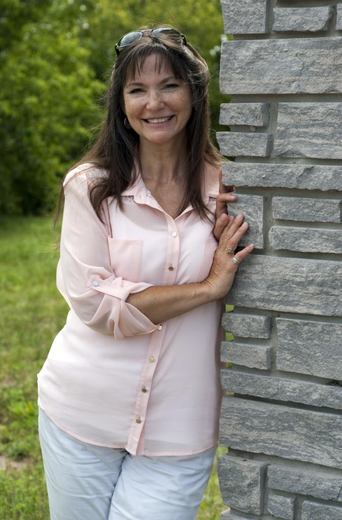 Lynn J Nagora