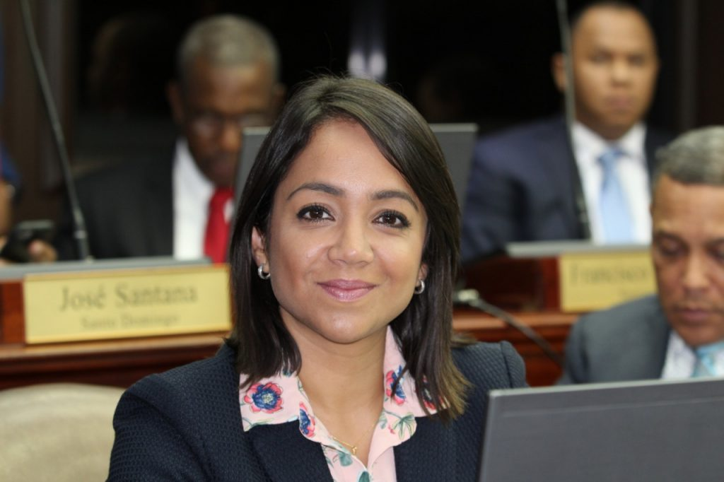 Faride introduce innovación en campaña con primer podcast político