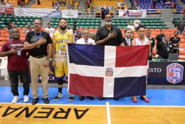 Karl Malone valora el baloncesto local y esfuerzo que realizan los jóvenes.