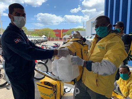 La Lasagna, Reset y Globo entrega donativos al 9-1-1 Salud.