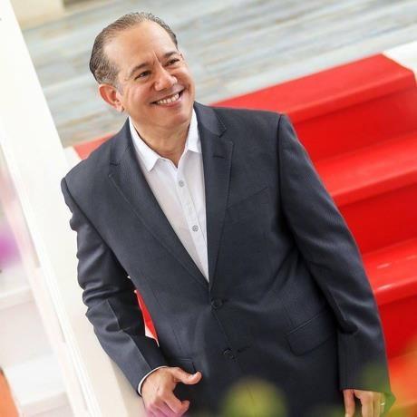 Oscar Lora, ejecutivo y consultor hotelero