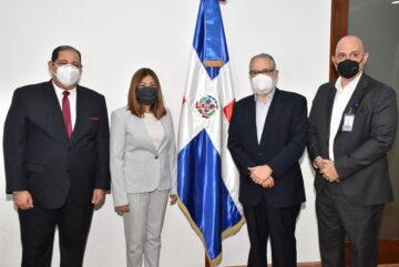 Posesionan nuevos miembros del Consejo Directivo de INDOTEL