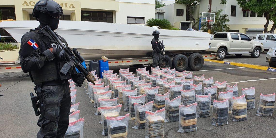 DNCD ocupa 456 paquetes presumiblemente de cocaína