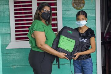 Industrias San Miguel entrega kits escolares a 150 niños de El Caimito