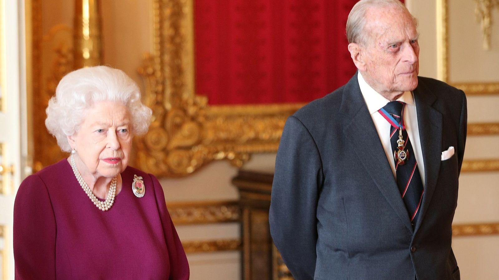 Los primeros golpes de Queen y Philip se confirmaron