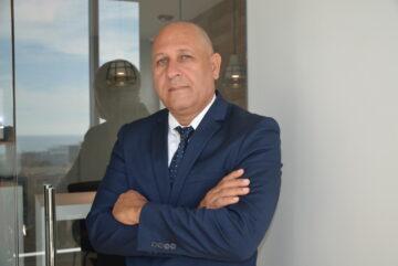 Autor dominicano presenta libro sobre el poder de las redes sociales