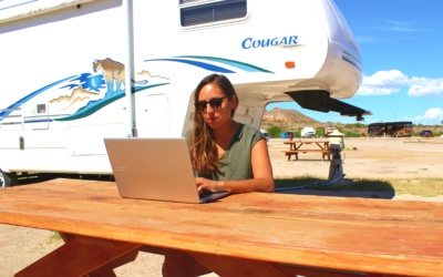 This Couple Makes 6 Figures from Their RV | Make Money & Travel