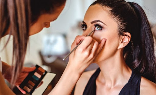 National Association of Estheticians provides top beauty courses and training programs. Book this beauty school for online learning or in-class training.