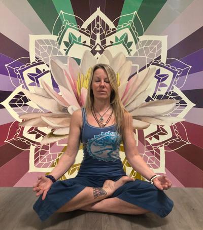 Alexza DeCroix : Yoga Instructor