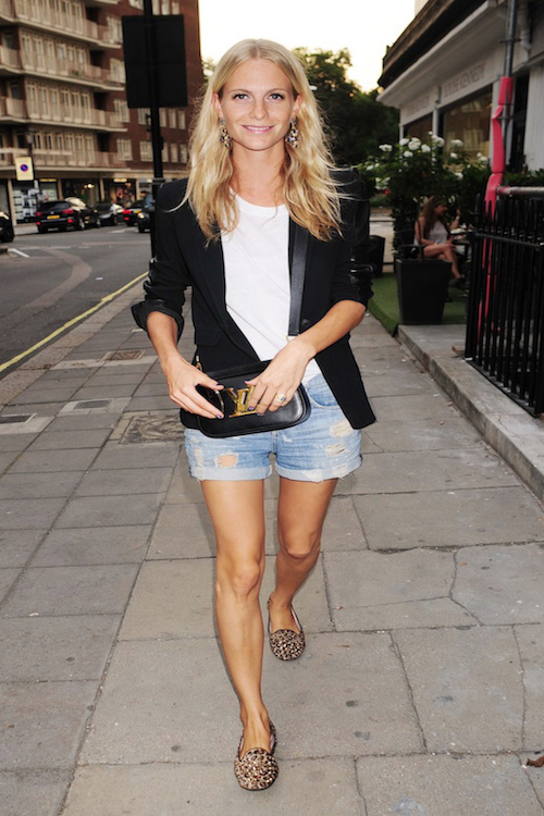 Poppy Delevingne paseando por Londres 05 SEP 2013 - LONDON - UK POPPY DELEVINGNE ARRIVING FOR MADE IN CHELSEA STAR HUGO TAYLOR'S TAYLOR MORRIS SUNGLASSES LAUNCH PARTY IN CHELSEA! 235/cordo npress sck