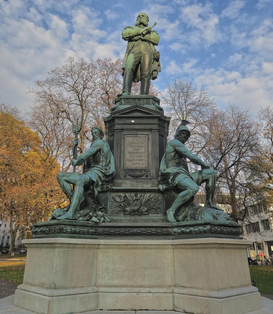 Denkmal des Admiral Wilhelm von Tegetthoff - 1827-1871 Graz Tegetthoffplatz 1877 von Carl Kundmann 1838-1919 - sculptor