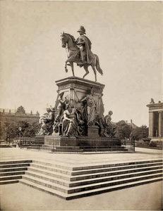 Denkmal König Friedrich Wilhelm III. im Lustgarten Mitte, Berlin 1863, sculptor Albert Wolff, after Christian Daniel Rauch design