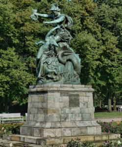 Johannes Pfuhl - Perseus befreit Andromeda, Posen heute im Wilson Park, in Posen Genregruppe Bronze, 1882 Zweitexemplar siehe 1896/8