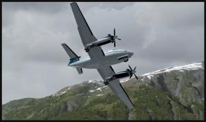 Début de la deuxième glissade sur l'aile pour un BE-20 King Air avec une double panne de moteur, tentant d'atteindre la piste de Stewart.
