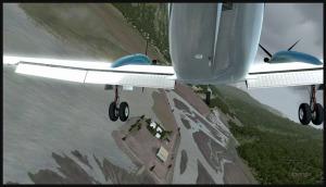 BE-20 King Air avec double panne de moteur, dans sa deuxième glissade sur l'aile, tentant de rejoindre la piste de Stewart.