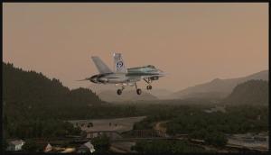 F18 en approche pour la piste 15 de Squamish