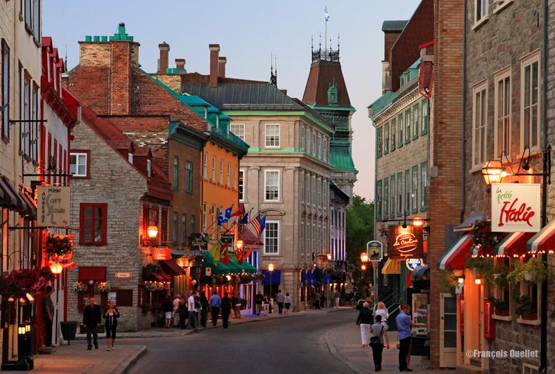 Le Vieux-Québec en soirée.