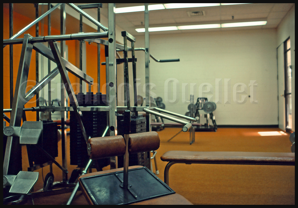 Salle de poids et haltères de l'IFTC à Cornwall, Ontario en 1982