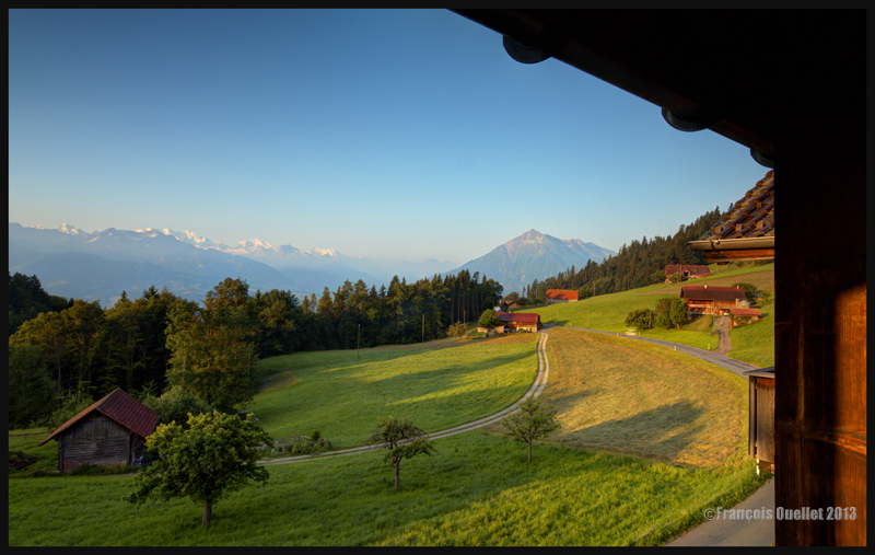 Vue à partir de notre chambre d'hôtel à Schwanden, Suisse 2013