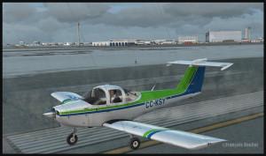 Piper Tomahawk PA-38 s'apprête à quitter la piste 28 de l'aéroport international de Montréal Pierre-Elliott-Trudeau (FSX)