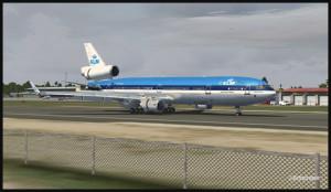 Un MD-11 de KLM en freinage sur la piste 10 de Saint-Martin