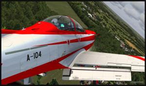 Avion PC-21 tourne en finale pour l'aéroport de Fairoaks, Royaume-Uni