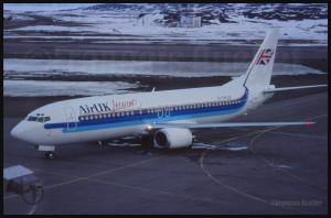 Un Boeing B-737 d'Air UK G-UKLB arrive à Iqaluit (vers 1989)