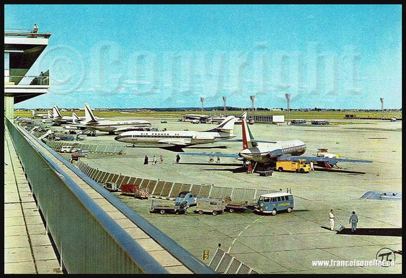 Aire de stationnement de l'aéroport de Paris-Orly sur carte postale aviation