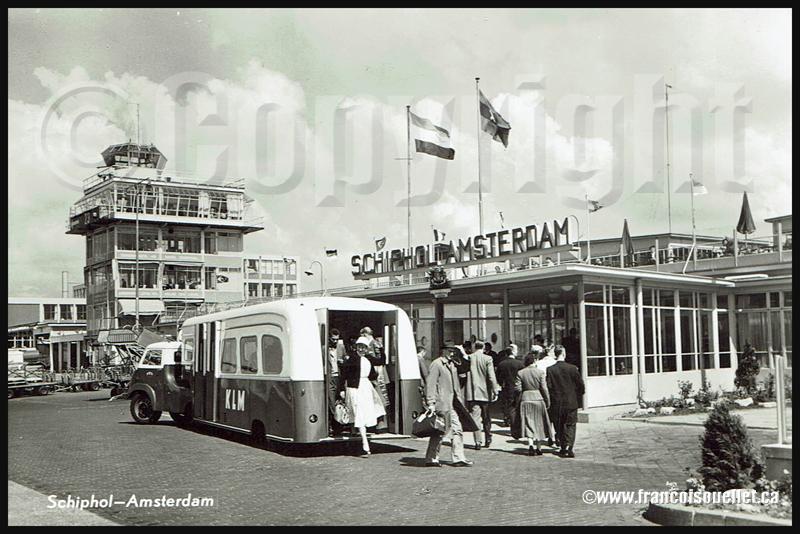 Passagers et KLM transport à Schiphol 1959 sur carte postale aviation