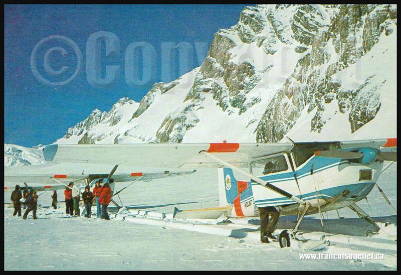 Les avions sur skis de Mount Cook et leurs passagers.