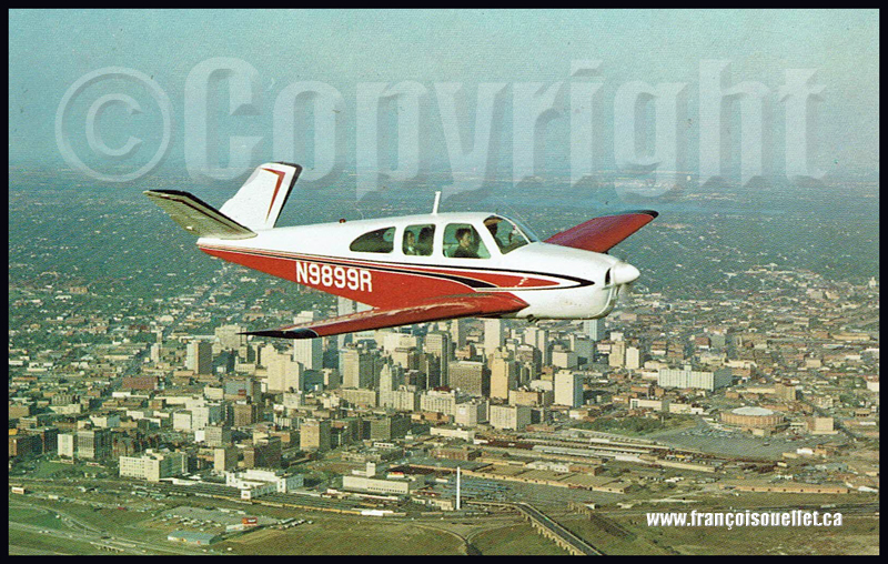 Un Beechcraft P35 N9899R au-dessus de Dallas, Texas, sur carte postale aviation