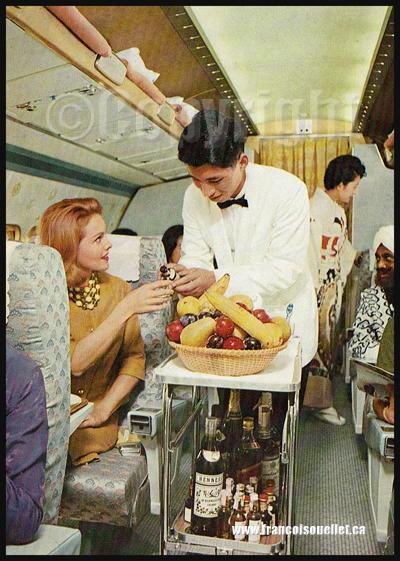 Japan Air Lines CV-880M et passagers lors du service sur carte postale aviation
