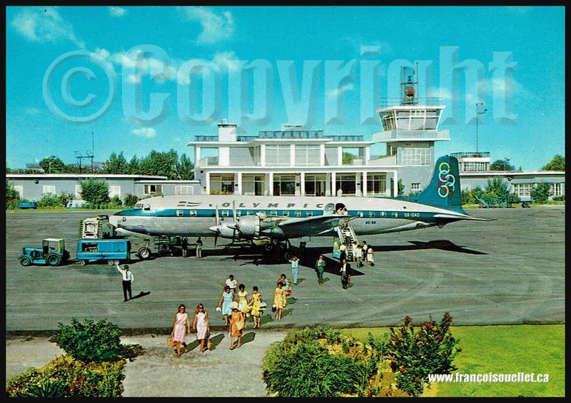 Olympic Airways DC-6B SX-DAD avec passagers sur l'aéroport de Corfou sur carte postale aviation