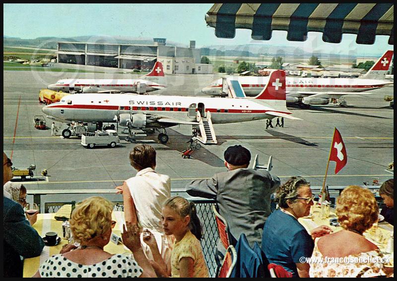 Avions de la Swissair et spectateurs en Suisse sur carte postale aviation