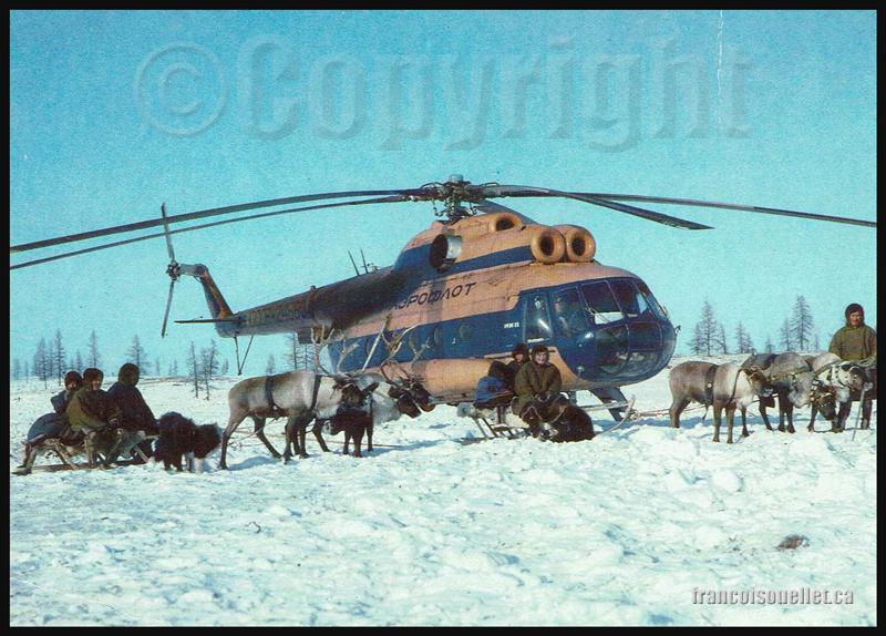 Hélicoptère MI-8 de Aeroflot Soviet Airlines et autochtones sur carte postale aviation