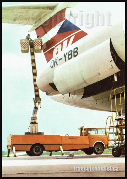 CSA Czechoslovak Airlines et travailleurs sur carte postale aviation