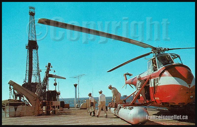 Plateforme de forage dans le Golfe du Mexique avec travailleurs et hélicoptère sur carte postale aviation