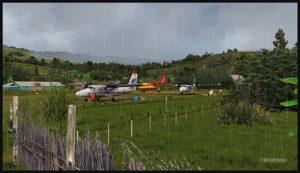 Un De Havilland DHC-7 virtuel ainsi que deux DHC-6 au sol à l'aéroport virtuel de Woitape airport (WTP) en Papouasie Nouvelle-Guinée (FSX)