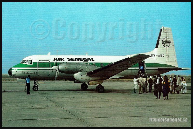 Air Senegal HS 748-353 et passagers sur carte postale aviation