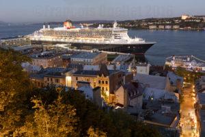 Le navire Queen Mary 2 dans le Port de Québec à l'automne 2016