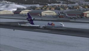 MD-11 de FedEx roule à l'aéroport d'Eagle County (KEGE) (FSX)