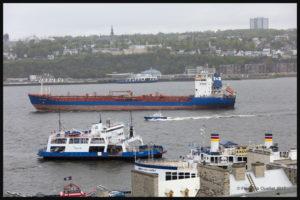 Le navire Havelstern passant entre la ville de Québec et Lévis le 3 juin 2017