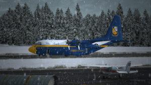 Avion C-130 Hercules immobilisé sur la piste de Bonners Ferry.