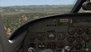L'avion est placé graduellement pour arriver en ligne droite vers le hangar de AYPY.