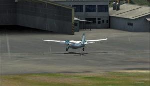 Le Shrike Commander atterrira sous peu à Port Moresby Jacksons.