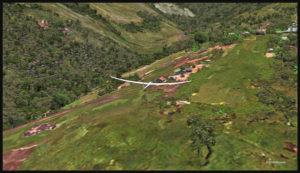Planeur en approche pour la piste en pente de 12 degrés de l'aéroport de Fane Parish.