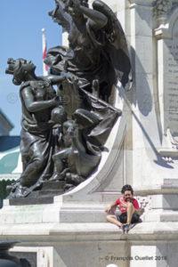 L'enfant avec un visage d'homme. Terrasse Dufferin, Québec.