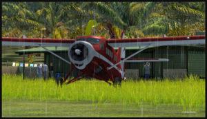 Le Otter d'Air Saguenay circule pour la piste de Kokoda en direction de Launumu en Papouasie Nouvelle-Guinée.